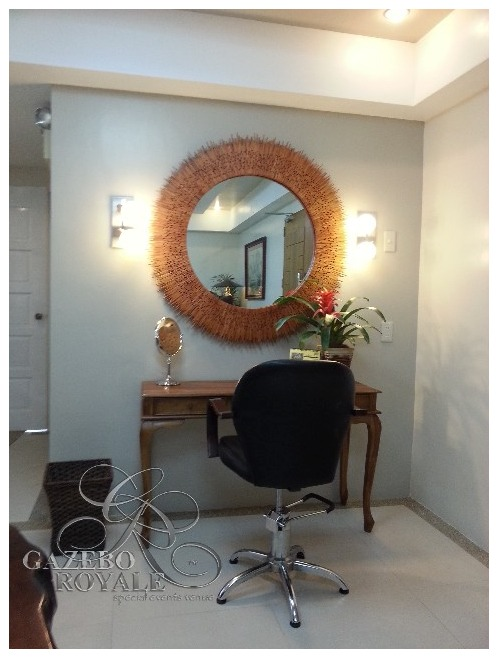 A salon chair is provided for retouches