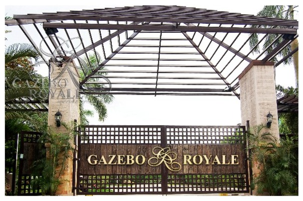 Wooden gates of Gazebo Royale for your grand entrance